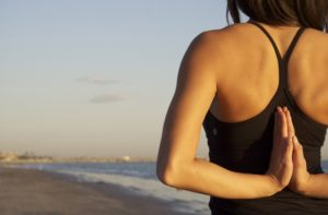 TEN TIPS THAT YOU SHOULD KNOW TO PRACTICE YOGA ON THE BEACH CORRECTLY 6