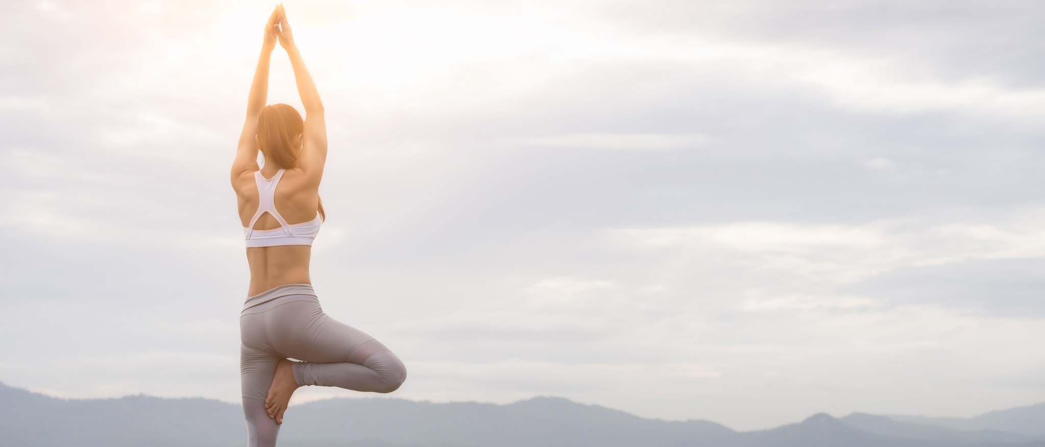 TEN TIPS THAT YOU SHOULD KNOW TO PRACTICE YOGA ON THE BEACH CORRECTLY 11