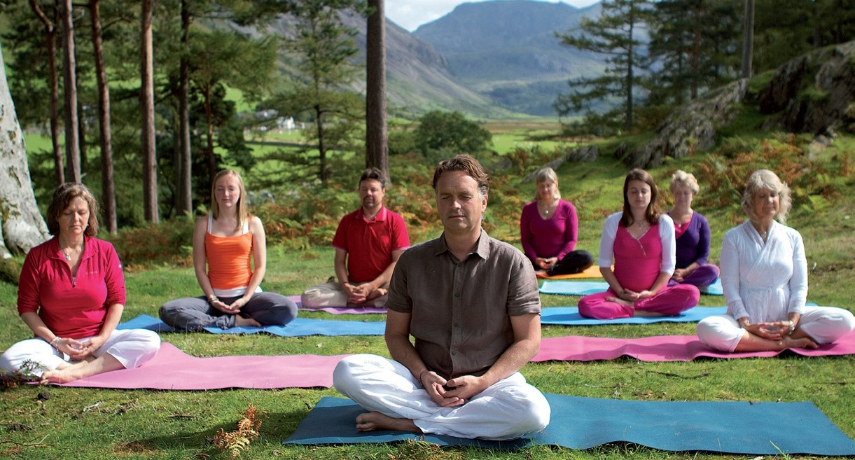 How is Vajrasana (yoga) helpful with digestion? 2