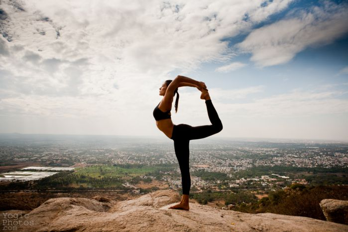 Which is better for your physical health: yoga or weight lifting? 1