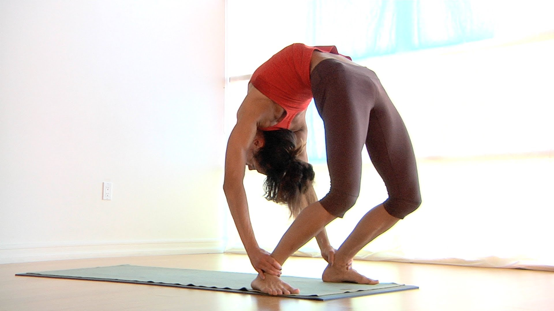 What are the most easiest yoga poses? 5