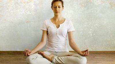 advantages and disadvantages of meditation yoga